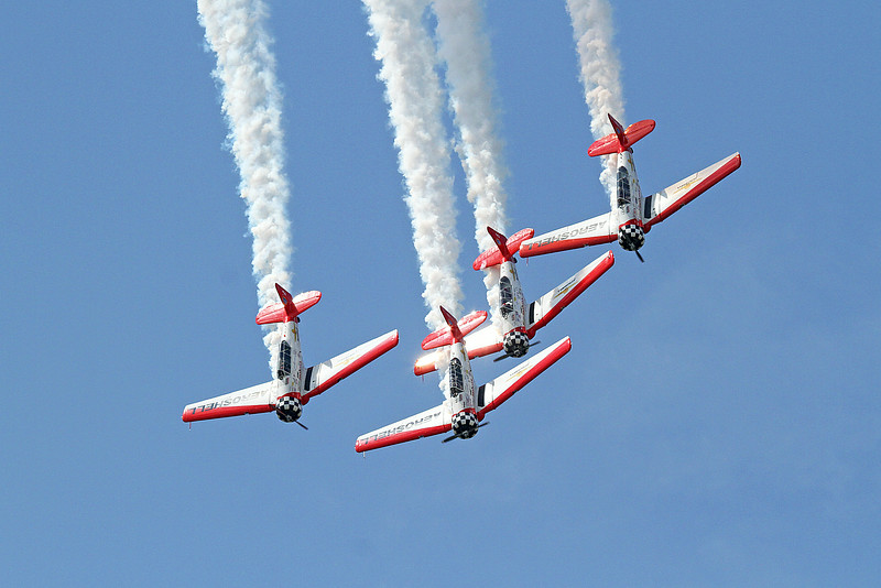Aeroshell Aerobatic Flight Team in the AT-6 Texans at the 2014 Quad City Air Show