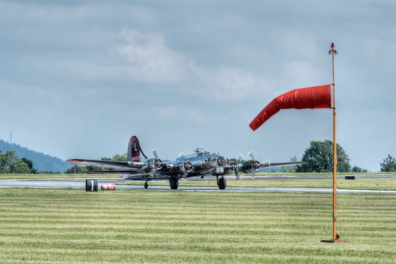"""BOEING B-17G """"FLYING FORTRESS"""" 'YANKEE LADY' ON TOUCHDOWN"""