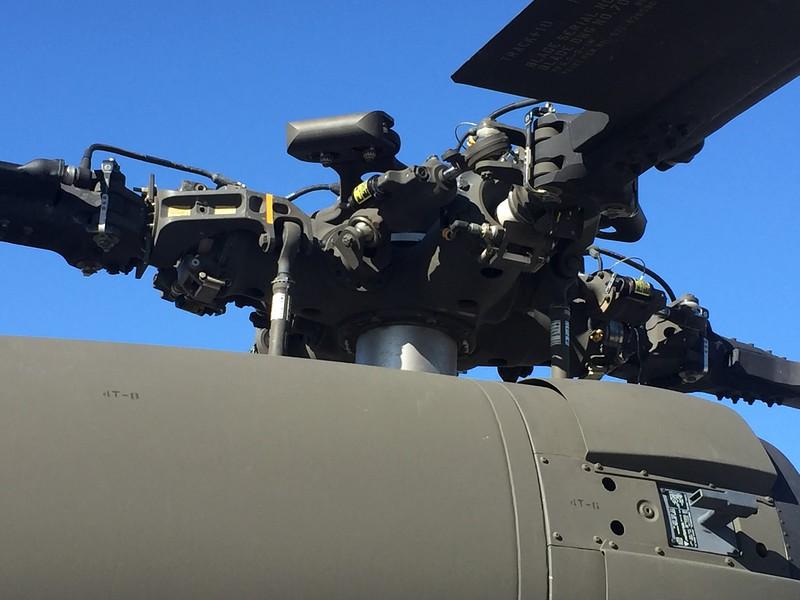 Massive rotor head and mechanics.