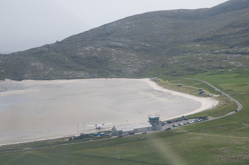 G-OOJP short final at Barra, one of the few sand runways in the world that have scheduled air services. That'll be left turn on the climb out after the go-around!