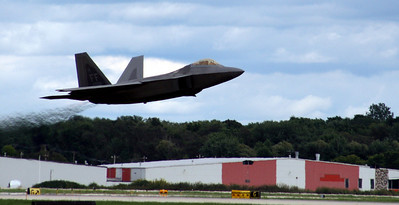 F-22 Raptor taking off at Rockford Airfest