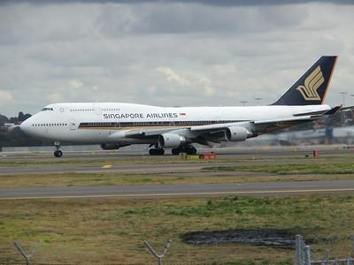 9V-SPQ SINGAPORE AIRLINES B747-400