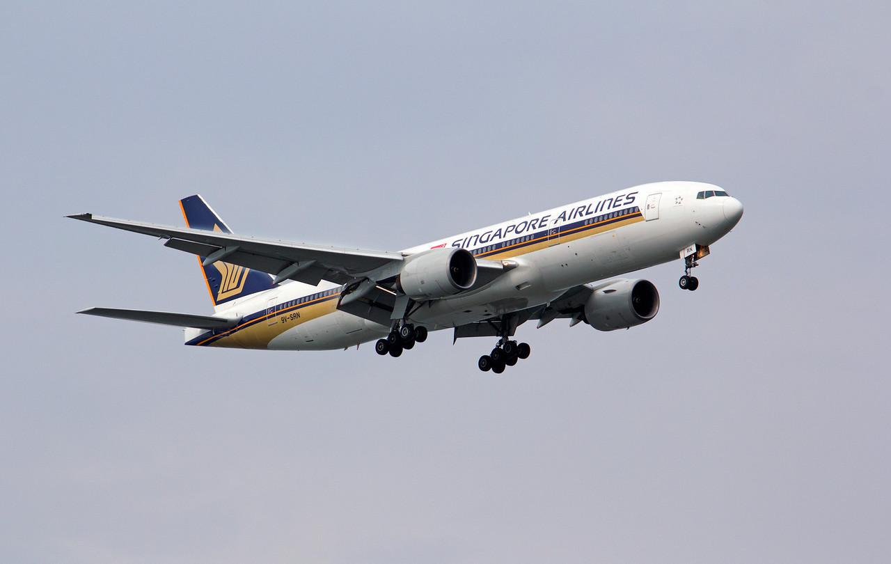 9V-SRN SINGAPORE AIRLINES B777-200