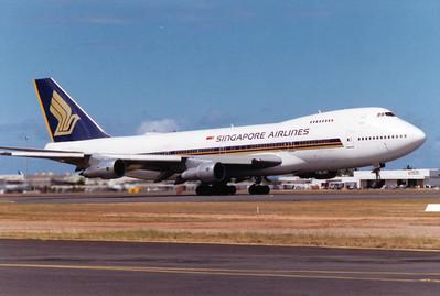9V-SQQ SINGAPORE AIRLINES B747-200