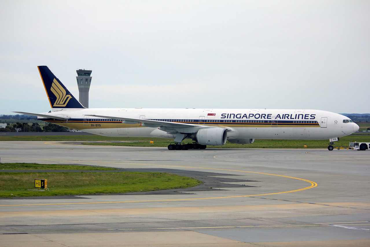 9V-SYG SINGAPORE AIRLINES B777-300