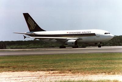 9V-STP SINGAPORE AIRLINES A310-300