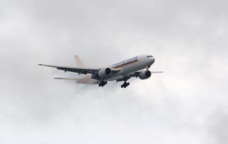 9V-SRJ  SINGAPORE AIRLINES B777-200