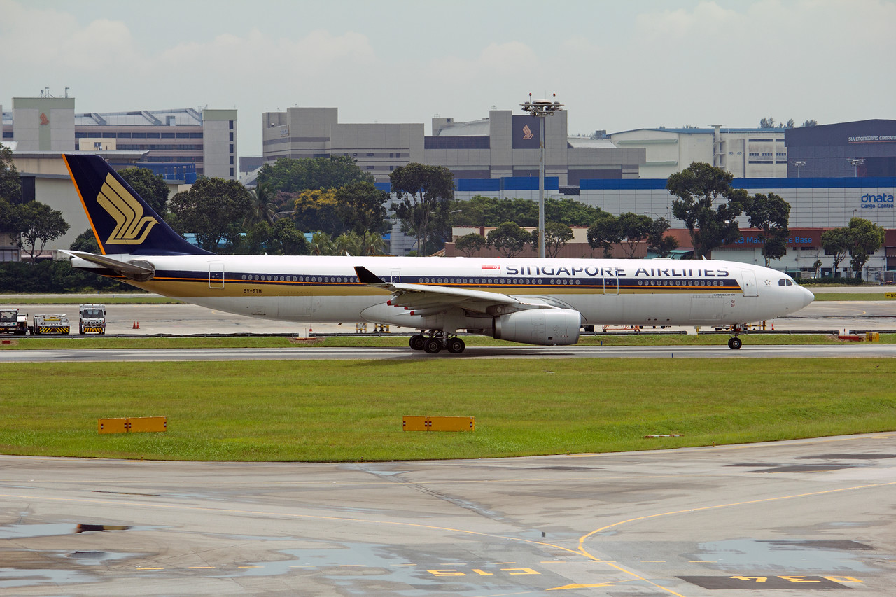 9V-STH SINGAPORE AIRLINES A330-300