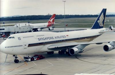 9V-SKN SINGAPORE AIRLINES B747-400