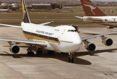 9V-SQP SINGAPORE AIRLINES B747-200