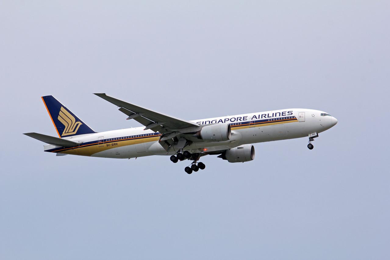 9V-SRH SINGAPORE AIRLINES B777-200