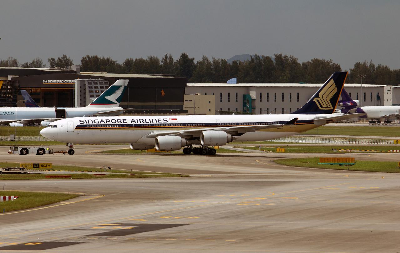 9V-SGC SINGAPORE AIRLINES A340-600