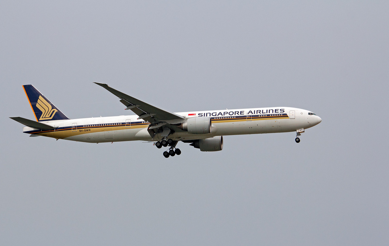 9V-SWR SINGAPORE AIRLINES B777-300