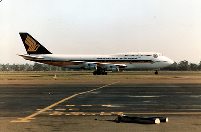 N119KE  SINGAPORE AIRLINES B747-300