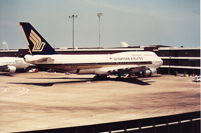 N116KB SINGAPORE AIRLINES B747-300