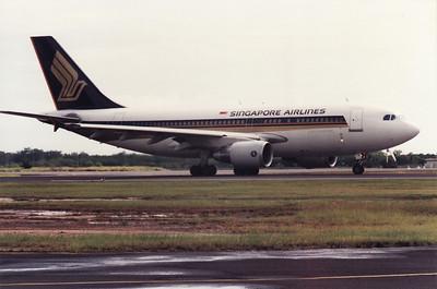 9V-STE SINGAPORE AIRLINES A310