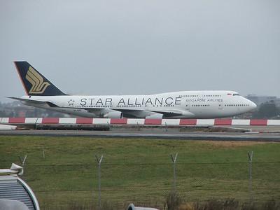 9V-SPP SINGAPORE AIRLINES B747-400
