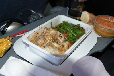 VH-QPH QANTAS A330-300 LUNCH