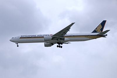 9V-SYJ SINGAPORE AIRLINES B777-300