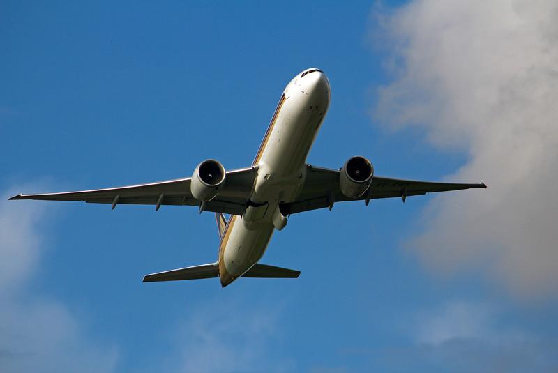 9V-SWK SINGAPORE AIRLINES B777-300