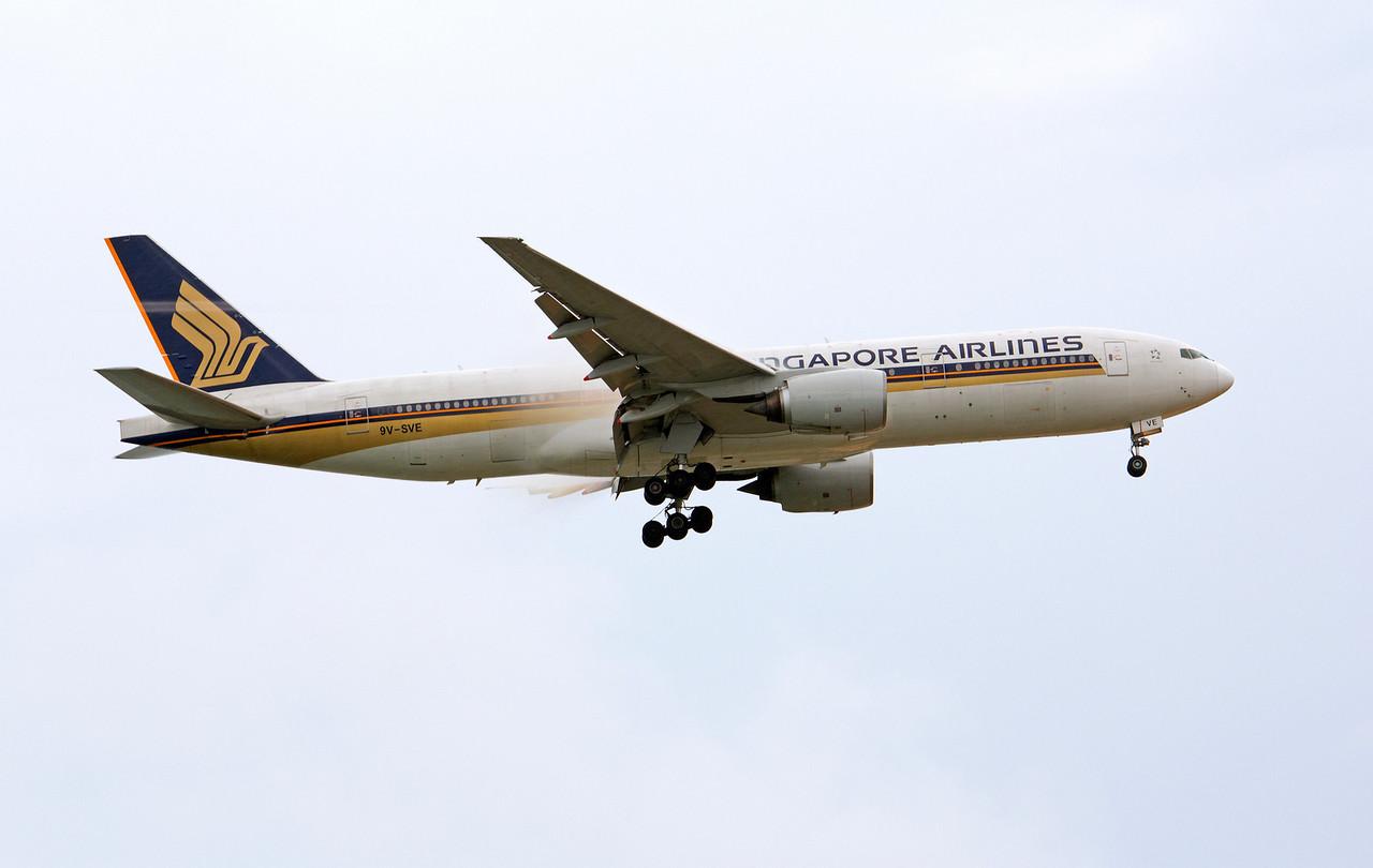 9V-SVE  SINGAPORE AIRLINES B777-200