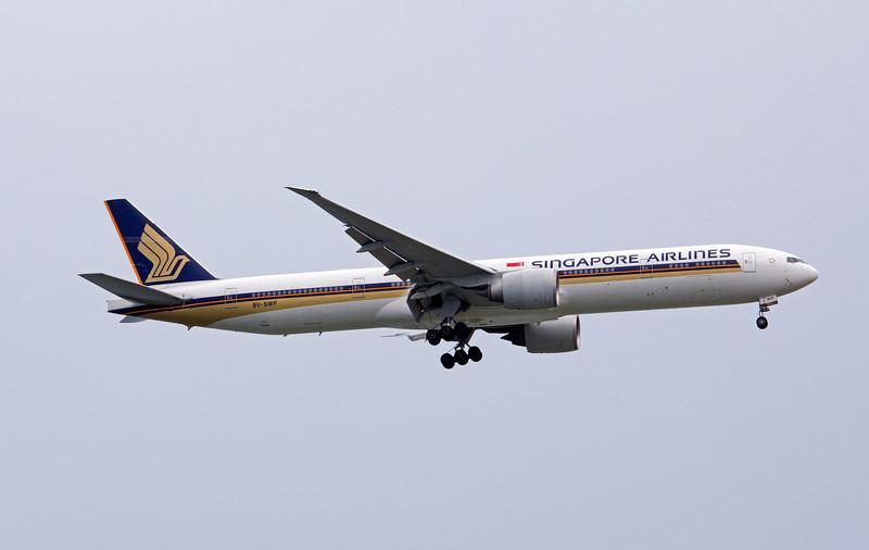 9V-SWF SINGAPORE AIRLINES B777-300