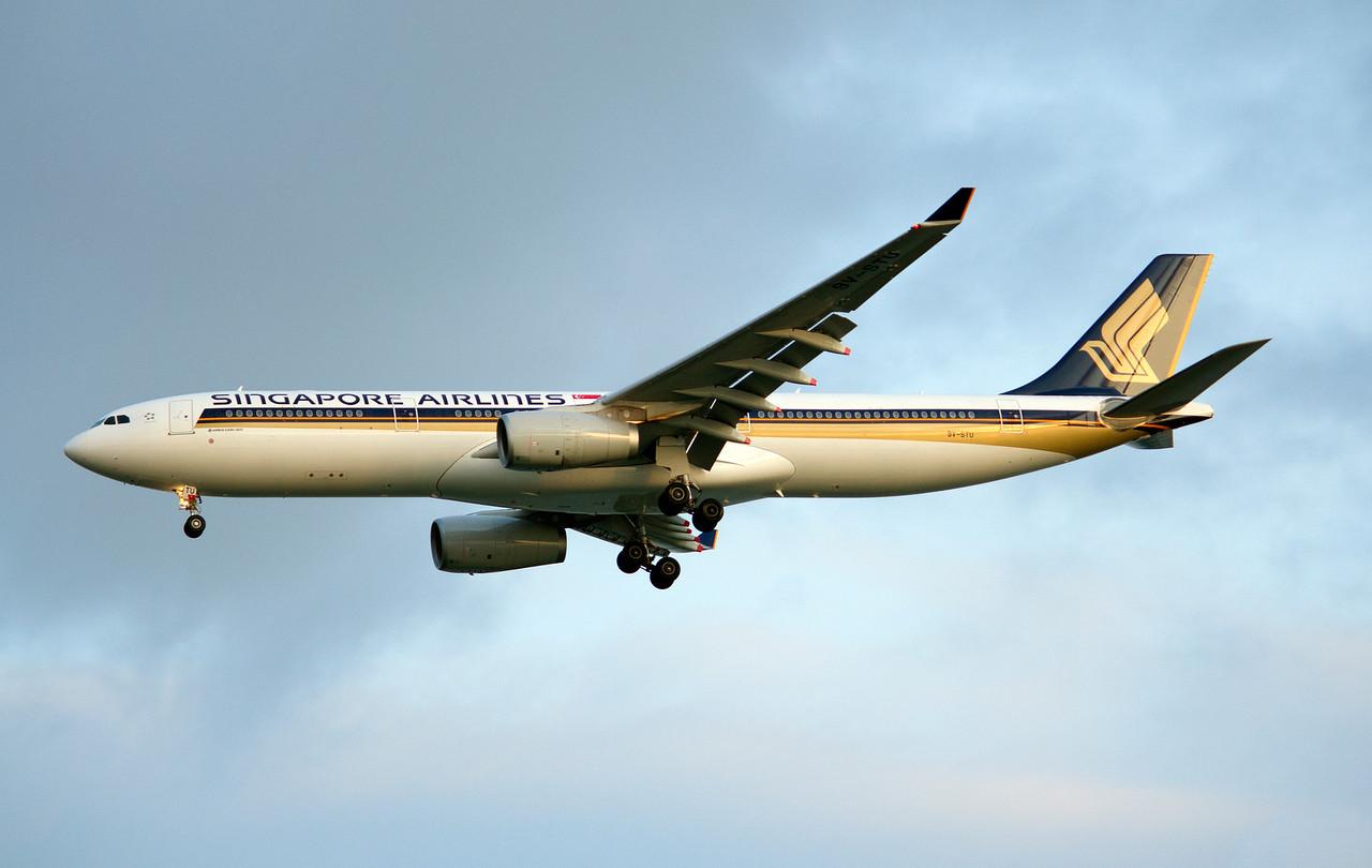 9V-STU SINGAPORE AIRLINES A330-300