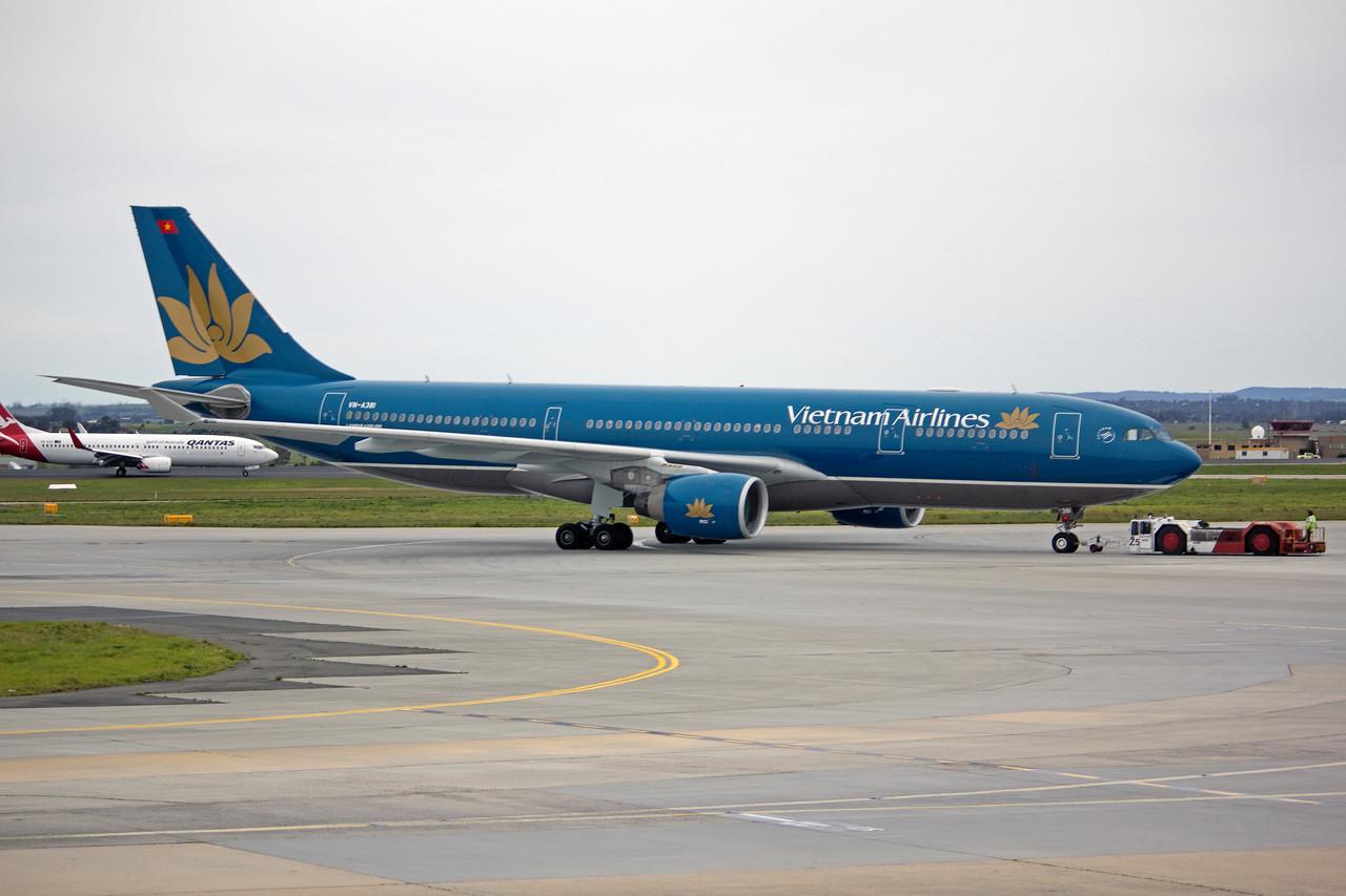 VN-A381 VIETNAM AIRLINES A330-200