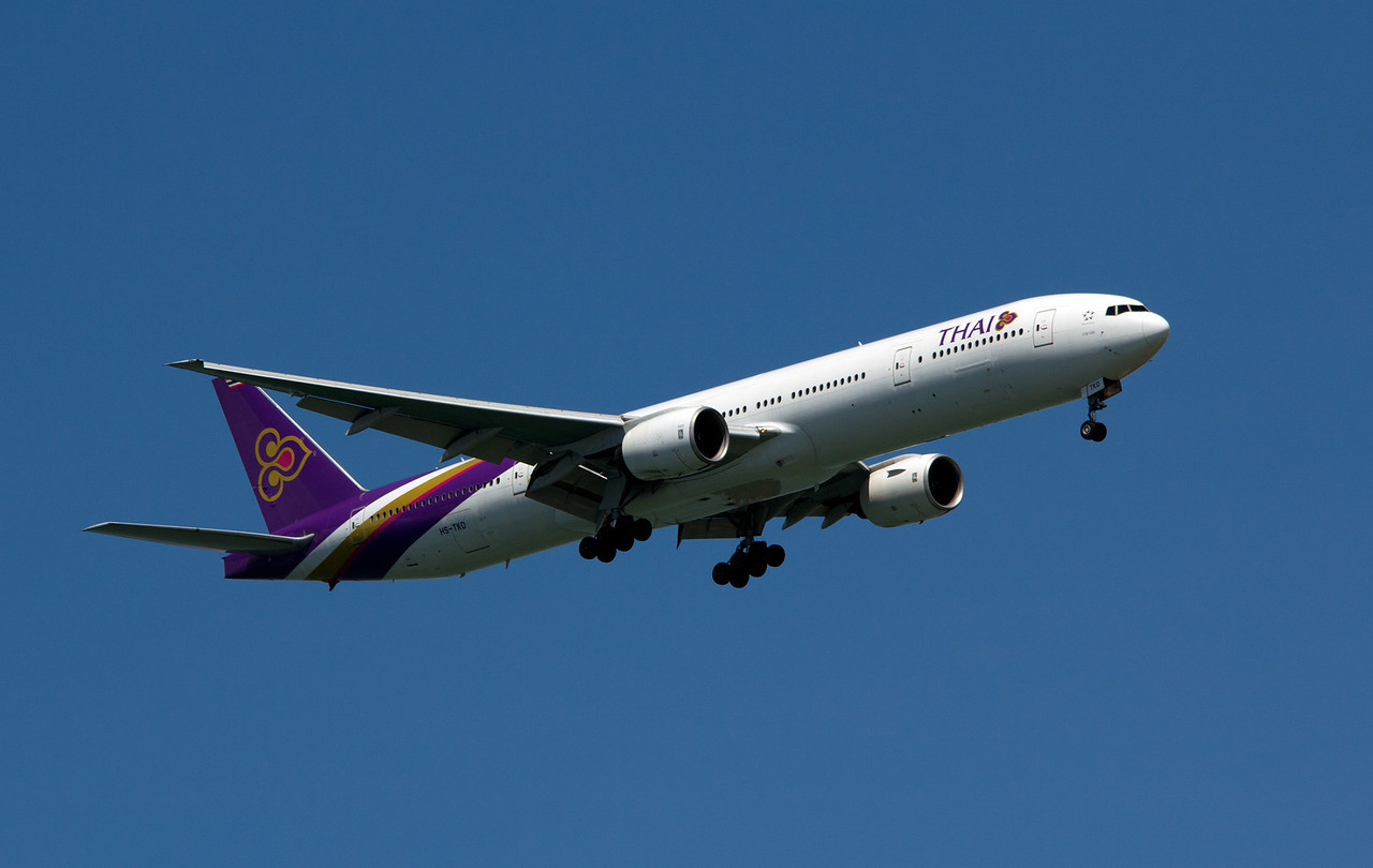 HS-TKD THAI INTERNATIONAL B777-300