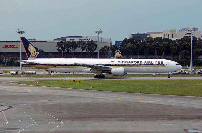 9V-SYF SINGAPORE AIRLINES B777-300