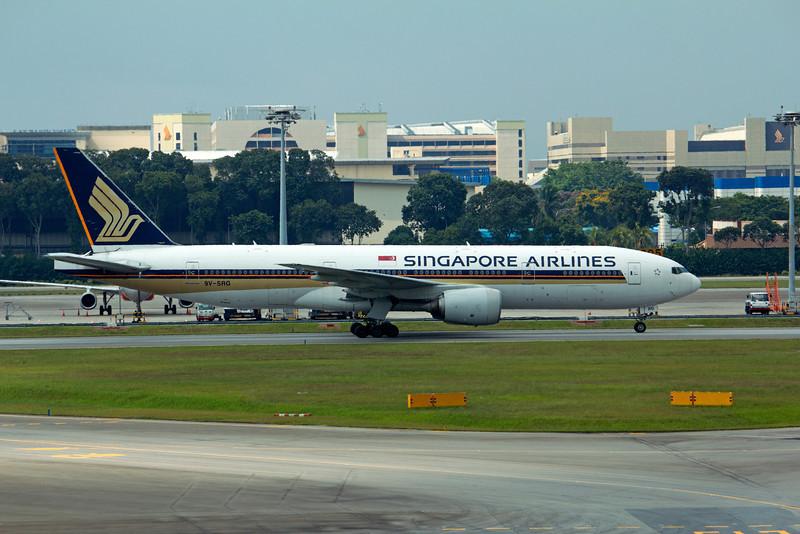 9V-SRG SINGAPORE AIRLINES B777-200