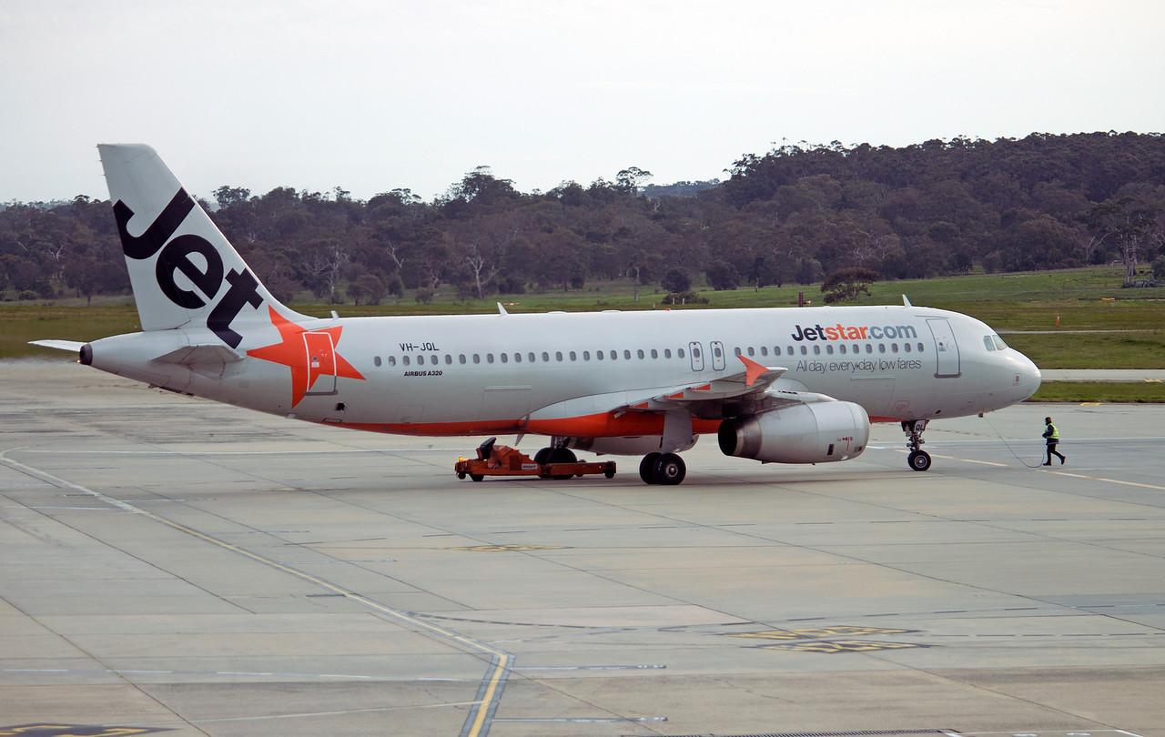VH-JQL JETSTAR A320