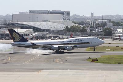 9V-SPG SINGAPORE AIRLINES B747-400