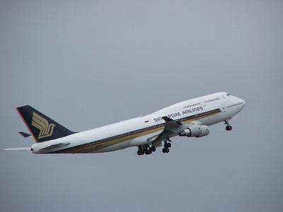9V-SPI SINGAPORE AIRLINES B747-400
