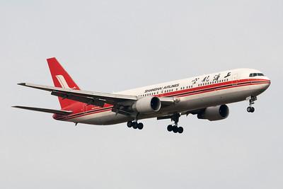 Shanghai Airlines Boeing 767-300 B-2500