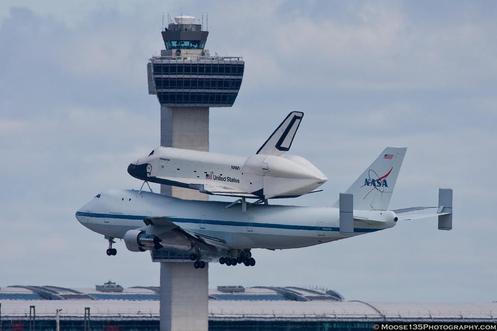 http://www.moose135photography.com/Airplanes/Space-Shuttle-Enterprise/i-TwSBdnf/0/XL/JM20120427ShuttleEnterprise008-XL.jpg