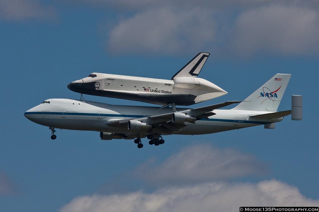 http://www.moose135photography.com/Airplanes/Space-Shuttle-Enterprise/i-djJnkCj/0/XL/JM20120427ShuttleEnterprise006-XL.jpg