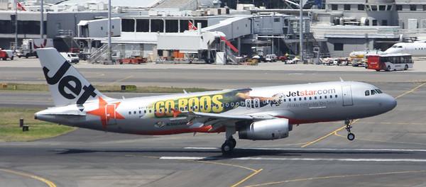 Jetstar Airbus A320-232 VH-VQH Go Roos Logo