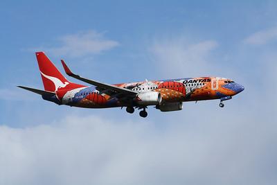 Qantas Boeing 737-800 VH-VXB Yananyi Dreaming