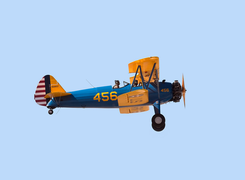 Stearman N68837  landing at Hollister (KCVH)
