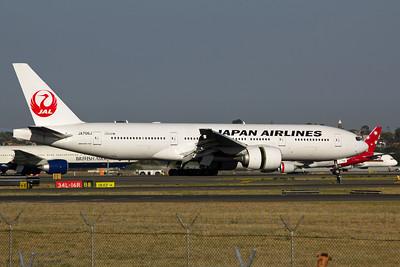 JA706J Japan Airlines Boeing 777-200