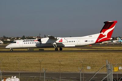 VH-QOS QantasLink Bombardier Dash8 Q400