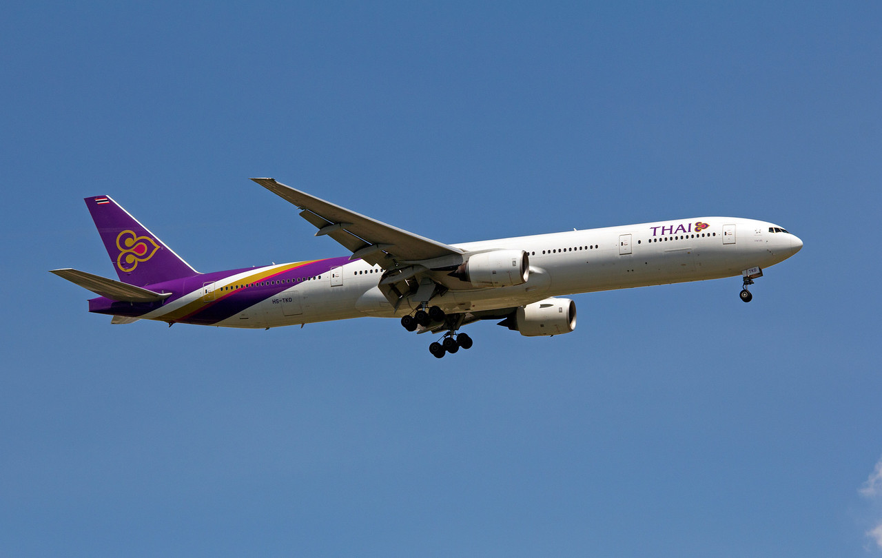 HS-TKD THAI INTERNATIONAL B777-300