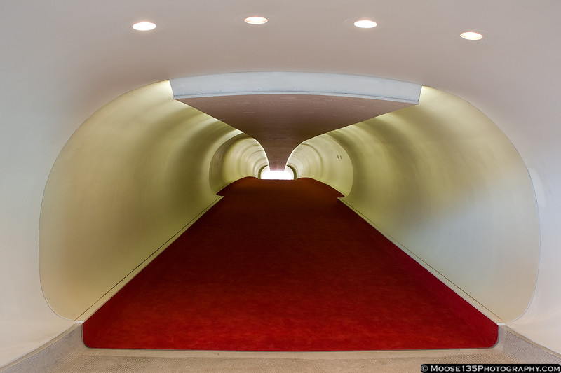 http://www.moose135photography.com/Airplanes/TWA-Flight-Center/i-NwKZ6mS/0/L/JM20111016TWAFlightCenter003-L.jpg