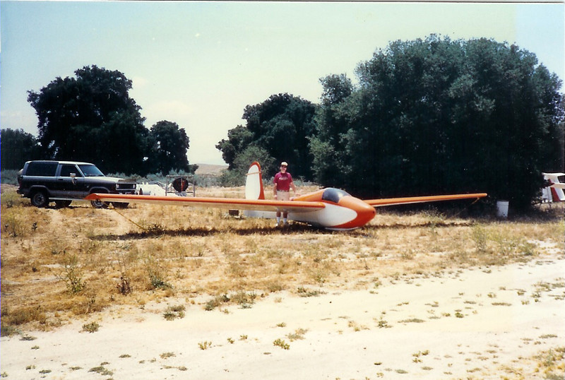Warner Springs, CA - May 25 - 27, 1987.  Here I am with my Schweitzer 1-26B, N2752R on our trip from Chandler, AZ to Warner Springs Sailport to do some local soaring.