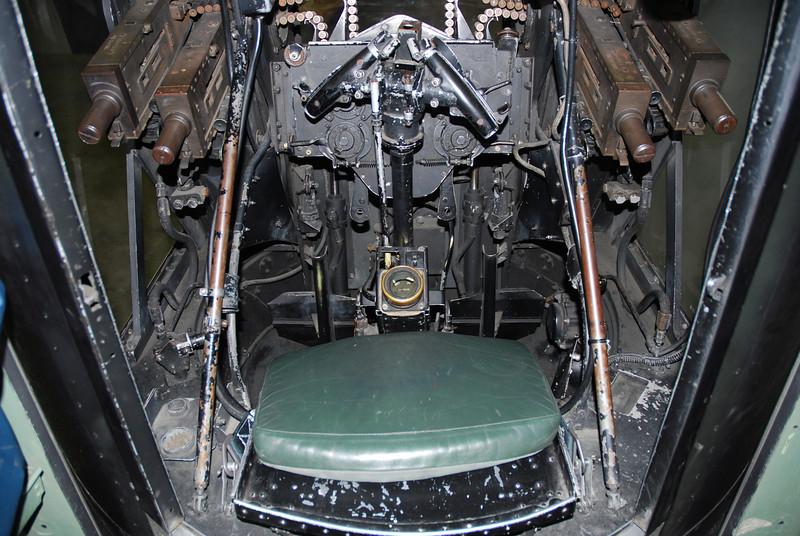 Aft gun turret seat