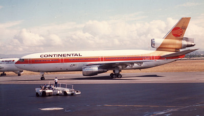 N19072 CONTINENTAL AIRLINES DOUGLAS DC-10