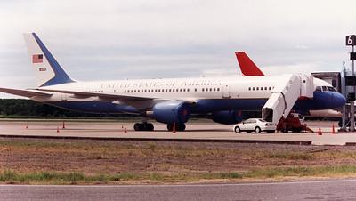 80001 USAF (C-32B)  B757