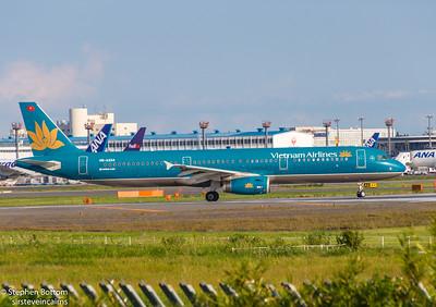 VN-A334 VIETNAM AIRLINES A321