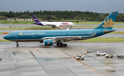N102FE FEDEX B767-300F VN-A379 VIETNAM AIRLINES A330-200